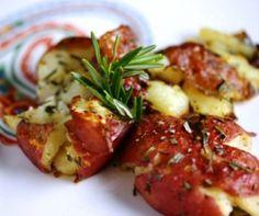 Crashed Hot Potatoes: patatitas de guarnición crujientes con romero