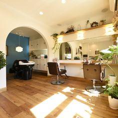 美容室。店舗兼住宅です。 床はPタイルでRの壁。アクセントクロス。北欧風の内装になってます。何回見てもいい感じです。 #注文住宅#新築#住宅#北欧#美容室 - ryou_uoyr Nail Salon Design, Salon Interior Design, Small Salon, Hair Salon Interior, Makeup Studio, Tuscany, Room Inspiration, Decoration, I Shop