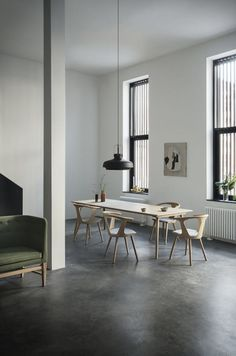 Minimalist interior with polished concrete flooring and statement lighting. Minimalist Interior, Modern Interior, Interior Architecture, Minimalist Scandinavian, Minimalist Living, Scandinavian Design, Dining Room Inspiration, Interior Inspiration, Polished Concrete Flooring