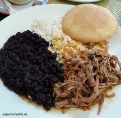 El Güero, comida Venezolana y Mexicano (tienen frijoles, Tequeños (6€), Cachapa con queso de mano (7€), etc...) - Metro Canillas