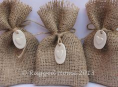 10 x Hessian Bags & 3D Clay Heart Hanging Tags - Rustic Wedding Favour Bags on Etsy, 13,63€
