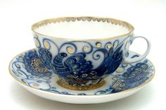 Now I'm more of a coffe-mug full of hot tea kindof girl...but gold and blue...and made in Leningrad....