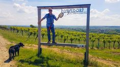 Angelika Mandler-Saul Wiederunterwegs.com Für uns liegt Poysdorf um die Ecke, deswegen lohnte sich dieser kleine Ausflug zum Weinwandern und Schmausen auch für einen halben Tag. Alle anderen können gerne eine schöne Tagestour draus machen und die VinoVersum Weinerlebniswelt… The post Weinwandern und Schmausen in Poysdorf appeared first on Wiederunterwegs.com.