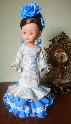 """Nancy FlamenKa: Bata de cola """"Dorada"""" Pretty Dolls, Cute Dolls, Pram Toys, Nancy Doll, World Thinking Day, Vintage Dolls, American Girl, Doll Clothes, Ball Gowns"""