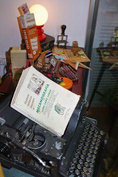 Muebles y objetos vintage, reciclado de mobiliario vintage Living & Lluch:  si escribes tus poesías en una maquina antigua es...