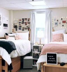 30 Brilliant Dorm Room Organization Ideas On A Budget. Nice 30 Brilliant Dorm Room Organization Ideas On A Budget. The best way to start any dorm room decorating project is to select a quality comforter that not only reflects […] College Bedroom Decor, Cool Dorm Rooms, College Dorm Rooms, Dorm Rooms Girls, College Dorm Decorations, Dorm Room Ideas For Girls, Dorm Room Themes, Usc Dorm, College Dorm Bathroom