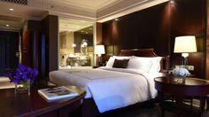 Cool, sky high living at Hotel Muse Bangkok - Citizen Femme Lux Hotels, Hotel Room Design, Honeymoon Suite, Hotel Suites, Sky High, Modern Bedroom, Citizen, Bangkok, Room Inspiration