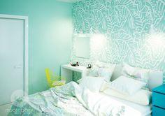 Appartement à Kiev par Mooseberry design Mint Curtains, Small Bedroom Designs, Custom Sofa, Green Wallpaper, Creative Storage, Home Office Space, Green Rooms, Dream Bedroom, Retro