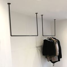 Clothes rail from the ceiling - space-saving wardrobe for the narrow hallway // . - - Kleiderstange von der Decke – platzsparende Garderobe für den schmalen Flur // … Clothes rail from the ceiling – space-saving. Industrial Design Furniture, Industrial Style, Furniture Design, Industrial Shop, Industrial Clothes Rail, Industrial Interiors, Design Shop, Sliding Cupboard, Steel House