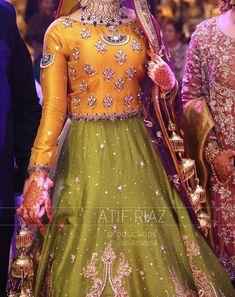 Pakistani Mehndi Dress, Pakistani Fashion Party Wear, Pakistani Formal Dresses, Pakistani Wedding Outfits, Indian Bridal Wear, Pakistani Wedding Dresses, Pakistani Dress Design, Mehendi, Indian Outfits