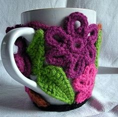 Mug cozy pieced w/crochet flowers and leaves ~ wonderful way to use new pattern experiments and mixed yarn weights Crochet Mug Cozy, Love Crochet, Crochet Gifts, Crochet Flowers, Knit Crochet, Crochet Braids, Easy Crochet, Crochet Headbands, Newborn Headbands