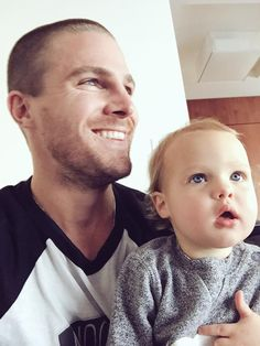 """""""Fight scenes are Mavi's favorite. My daughter successfully fought her nap in order to watch. She recognizes me in the #Arrow costume. Take that Captain Lance,"""" Stephen tweeted."""
