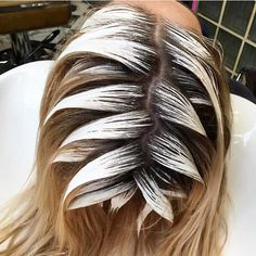 🌿 you are so beautiful 😭 y'all this is just one of those pics I'll love forever 💘 Blonde Foils, Ice Blonde, Platinum Blonde Hair, Hair Color Balayage, Blonde Color, Blonde Highlights, Haircolor, Silver White Hair, Rose Gold Hair