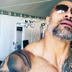 the most healthier and effective bodybuilding supplement for muscle growth and fat burn The Rock Dwayne Johnson, Dwayne The Rock, Dwanye Johnson, Build Muscle Fast, Man Crush Everyday, Fitness Goals, Fitness Diet, Raining Men, L'oréal Paris