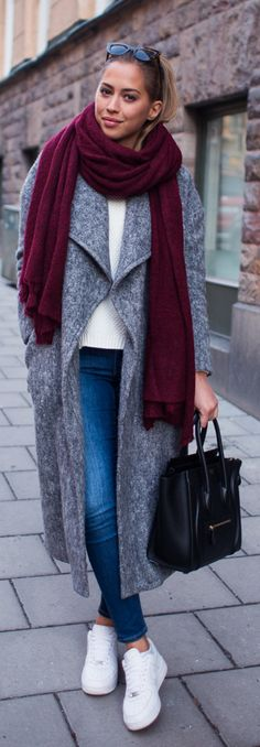 Burgundy Fashion Trend: Kenza Zouiten is wearing an oversized burgundy scarf from Asos