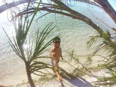 Não tem aquelas cenas de filme de náufrago!? Praia deserta e mar cristalino... Pois é! Existe lugar assim aqui em cabo frio! #perfect #goproeverything #goprooftheday #gopropicture #goprobrasil #goprohero3 #goprobrsl #gopro #lelefotografo #iphone6 #descubraobrasil #viajar #viajarmelhor #turismo #iphone6pic #iphone6camera #iphone6moment #iphone6picture #picture #brazil #loucosporviagem #turistando #photografy #island by leandro_acs Love #iPhone6 Photography follow http://ift.tt/1SfZBFk #iPhone…