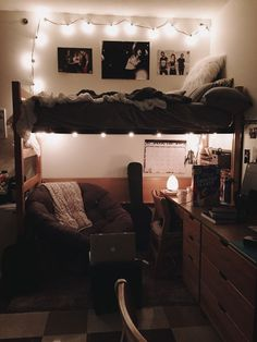 College dorm room ideas for girls / Cute college student dorm room decor decorations style / lights cozy for women / #college #student #dormroom #collegedorm
