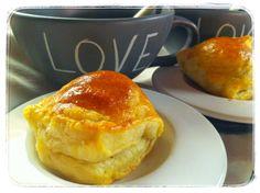 Teetä ja lihapasteijoita. Resepti: http://ruokamenot.fi/reseptit/arjennopeatreseptit/485-nopea-herkku-lihapasteijat #www.ruokamenot.fi #kotiruoka #resepti