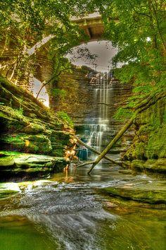 Lake Falls at Mathiessen State Park, IL, USA