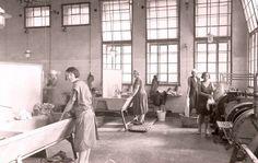 Wäscherei, Wohnhausanlage Sandleiten, um 1930; Foto: Bezirksmuseum Ottakring Scenery Pictures, Museum, Berlin, Hungary, Vienna, Vintage Photos, History, City, 1920