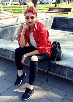 My bomber jacket from second hand #polishgirl #outfit #bomber #bomberjacket #fashion #look #stylizacja #blogerka #fashionblogger #jeans #sneaker #lenonki #sunglasses #bandana