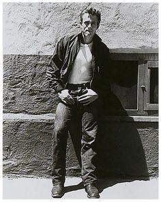 James Dean, 1955 style for young guys back then. Hollywood Stars, Classic Hollywood, Old Hollywood, Hollywood Actresses, Toda Teen, James Dean Photos, James Dean Style, Rebel Without A Cause, Jimmy Dean