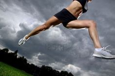 Résultats Google Recherche d'images correspondant à http://us.123rf.com/400wm/400/400/masta4650/masta46500908/masta4650090800038/5443056-athletic-femme-a-courir-avant-la-tempete.jpg