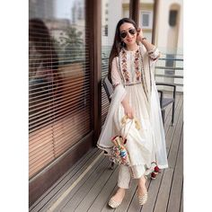 Recently, Karisma Kapoor was seen in a romantic, festive-appropriate kurta set, which she teamed with juttis. Read on to see how you can recreate her look Pakistani Fashion Casual, Pakistani Dresses Casual, Pakistani Dress Design, Bollywood Fashion, Indian Attire, Indian Ethnic Wear, Indian Bridal Outfits, Indian Designer Suits, Kurta Designs Women