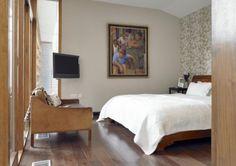 modern bedroom interior wooden accent ideas