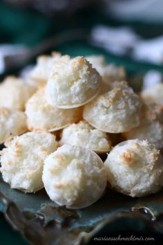 Juicy coconut macaroons - Maria, I like it! - Juicy coconut macaroons – Maria, I like it! Coconut Macaroons, Pumpkin Spice Cupcakes, Cookies Et Biscuits, Ice Cream Recipes, Smoothie Recipes, Baking Recipes, Healthy Snacks, Healthy Recipes, Food And Drink