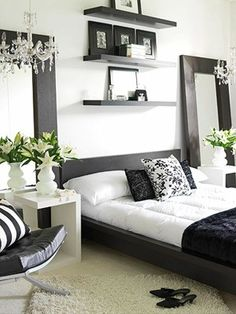 I'm looooving this black & white theme for the bedroom along with the huge mirrors on both sides of the bed :)