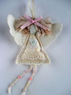 Shabby Chic Natale Handmade Angelo. Ornamento di angelo del tessuto. Decorazione della tessuto di Natale, Natale albero angelo, Angelo Keepsake, tessuto Fairy Doll