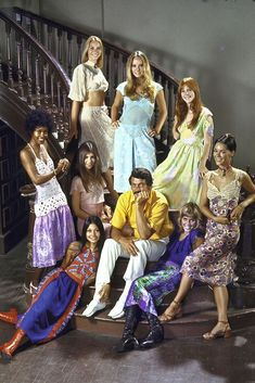 In light of the new Netflix series, Hollywood, we gathered the best photos of Rock Hudson. Outfits Hombre, Indie Outfits, Retro Outfits, Vintage Outfits, Wrap Dress Floral, Boho Dress, 1970s Looks, 70s Fashion, Fashion Trends