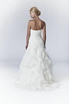 Cassandra - Bridal Gown by Lis Simon (back)