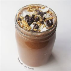 Chocolate Almond Smoothie- 4 Ingredients | Veteran Blog #vegan #drink #dessert