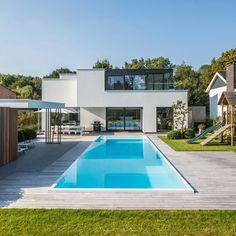 Terras met zwembad Hove (BE) Backyard Pool Landscaping, Backyard Pool Designs, Modern Backyard, Pool Spa, Pool Cabana, Pool Paving, Screened Pool, Moderne Pools, English Garden Design