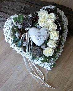 Grave Arrangement Grave Decoration All Saints' Day Dead Sunday Arrangement Heart FOR SALE EUR 3295 See Photos! Money Back Guarantee. Christmas Swags, Xmas Wreaths, Beautiful Flower Arrangements, Floral Arrangements, Diy Wreath, Grapevine Wreath, Christmas Art For Kids, Cemetery Decorations, Memorial Flowers