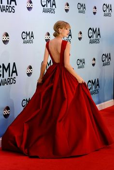 Celeb Diary: Taylor Swift @ 2013 Country Music Awards