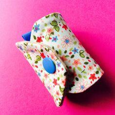 Voici un tuto facile et rapide pour vous souhaitez la Nouvelle Année avant qu'il ne soit trop tard... Bonne Année et Bonne Couture! Rond de serviette en tissu Matériel: - 2 morceaux de tissu de 17cm * 8cm (un pour l'extérieur, un pour l'intérieur), -...