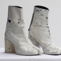 To know more about Maison Martin Margiela Painted Tabi Boots, visit Sumally, a social network that gathers together all the wanted things in the world! Featuring over other Maison Martin Margiela items too! Tabi Shoes, Women's Shoes, Streetwear, White Ankle Boots, Mode Shoes, Creative Shoes, Martin Boots, Hunter Boots, Designer Shoes