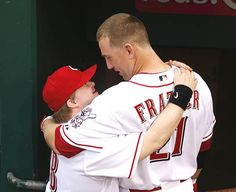Cincinnati Reds' Todd Frazier delivers home run after ball boy Ted Kremer's request