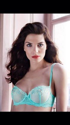 Simone Perele this is my most favourite bra it is so comfortable and the colour is pretty.