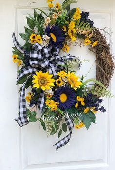 fall wreaths 101 Pretty Spring Door Wreaths Ideas You Can Try This Season - It is such a joy to make a beautiful springtime wreath with your own creativity. I will share some of my creati Spring Door Wreaths, Deco Mesh Wreaths, Summer Wreath, Holiday Wreaths, Winter Wreaths, Burlap Wreaths, Grapevine Wreath, Ribbon Wreaths, Country Wreaths