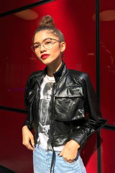 The talented and stylish Zendaya channeling Nina Simone in this outfit complete with her Leisure Society Tilman glasses. Zendaya Mode, Moda Zendaya, Zendaya Outfits, Zendaya Style, Zendaya Fashion, Zendaya Coleman, Nina Simone, Style Feminin, Oufits Casual