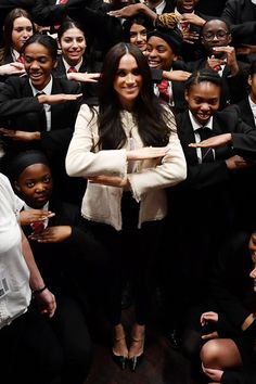 Photo of Meghan Markle Looks Chic and Sophisticated in Her International Women's Day Outfit Meghan Markle Outfits, Meghan Markle Photos, Duke And Duchess, Duchess Of Cambridge, Cape Designs, British Royal Families, Royal Engagement, Looks Chic, Black Trousers
