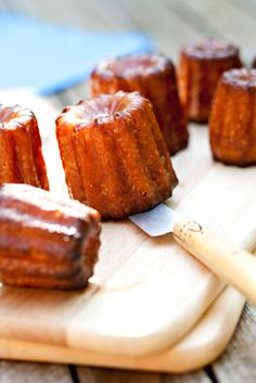Recette facile des cannelés No Cook Desserts, Mini Desserts, Sweets Recipes, Cooking Recipes, Cuisine Diverse, Specialty Cakes, Cupcakes, Sweet Cakes, Yummy Food