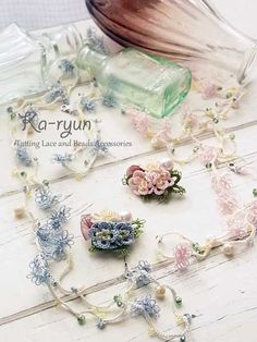 3D flower brooch & floret long necklace. ©️Ka-ryun.