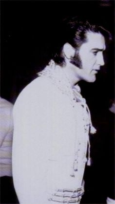 Elvis backstage at the Las Vegas Hilton january 1970 before his show.