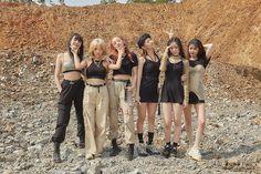 uh oh gidle mv / uh oh gidle _ uh oh gidle outfit _ uh oh gidle soyeon _ uh oh gidle soojin _ uh oh gidle wallpaper _ uh oh gidle yuqi _ uh oh gidle mv _ uh oh gidle minnie Kpop Girl Groups, Korean Girl Groups, Kpop Girls, Kpop Fashion, Fashion Beauty, Ulzzang Fashion, Divas, Rapper, Soo Jin