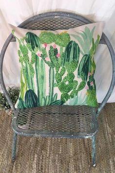 The Cacti Pillow